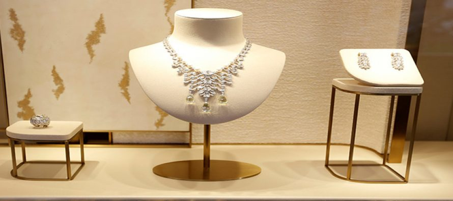 How to keep jewellery intact in damp weather